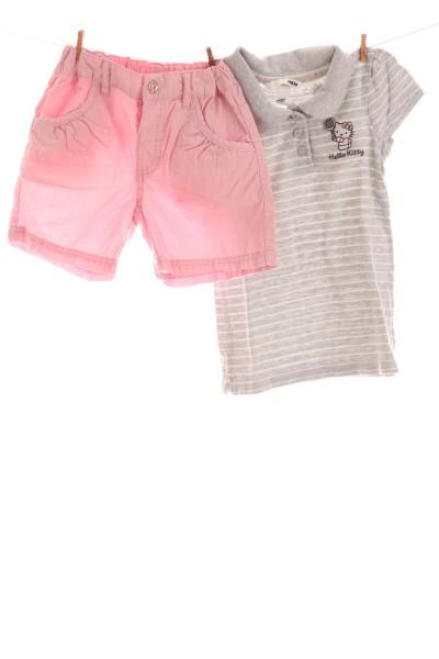 Poloshirt und Shorts