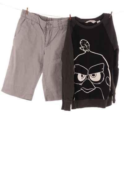 Shorts und Langarmshirt