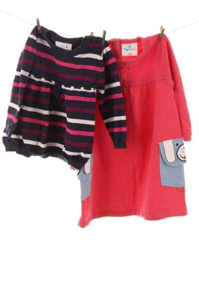 Kleid und Pullover