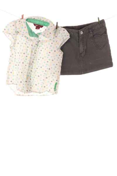 Minirock und Bluse