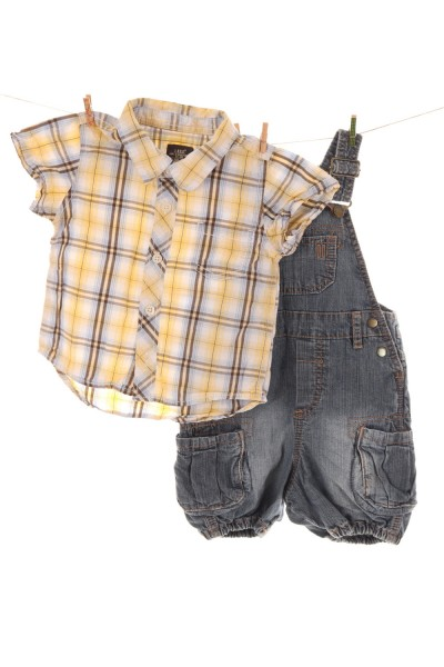 Latzhose und Hemd