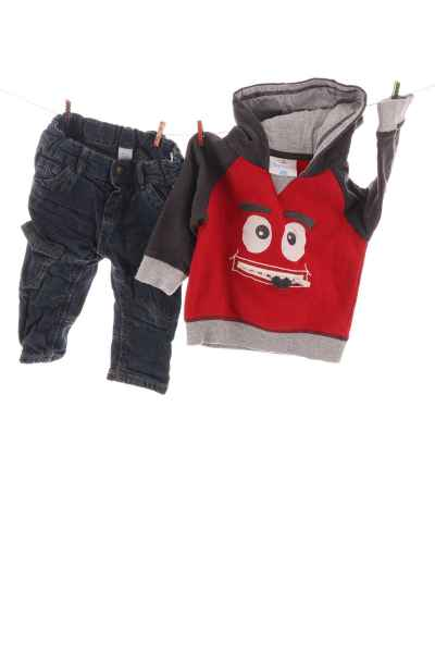 Jeans und Hoodie