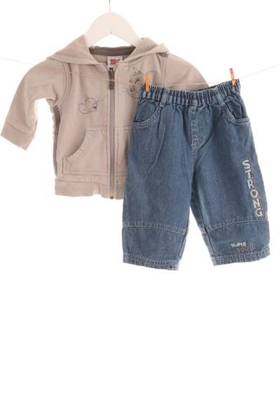 Pullover und Jeans