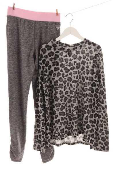 Pullover und Leggings