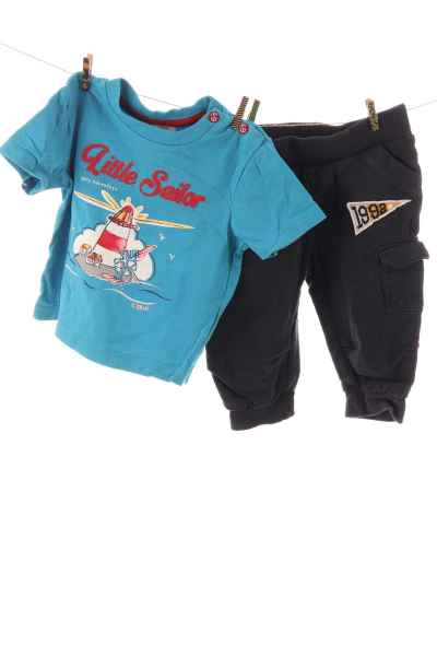 T-Shirt und Jogginghose