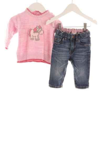 Baby Pullover und Jeans