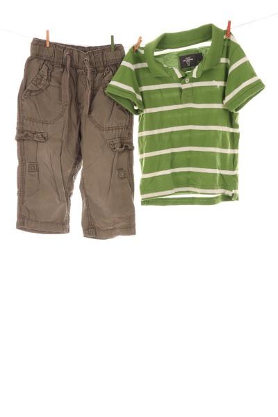 Stoffhose und Poloshirt