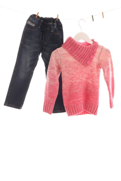 Jeans und Strickpullover