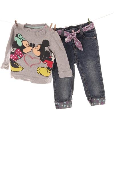 Sweatshirt und Jeans