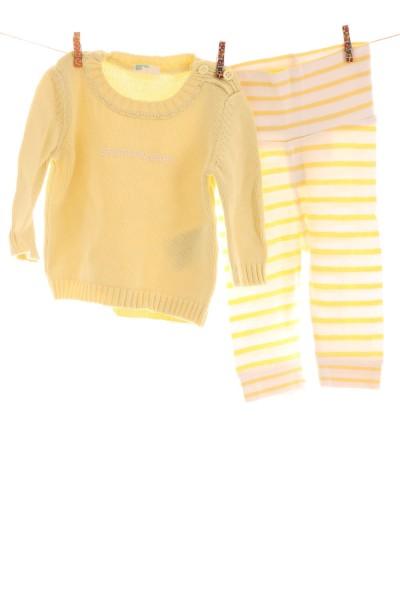Leggings und Pullover