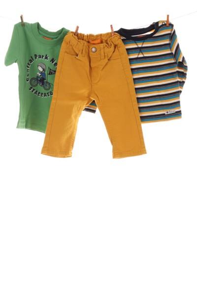 T-Shirt, Langarmshirt und Jeans