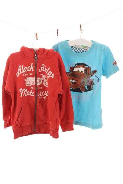 T-Shirt und Hoodie