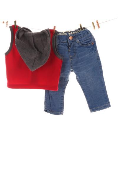 Weste und Jeans
