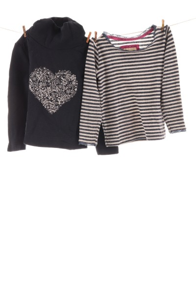 Langarmshirt und Pullover