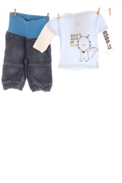 Jeans und Kapuzenshirt