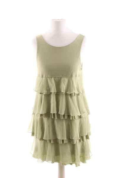 Kurzes Kleid mit Rüschen