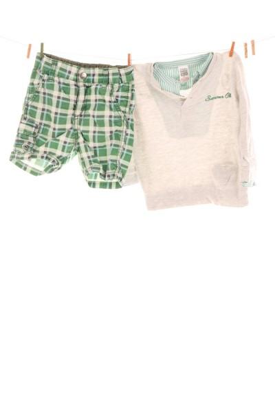 Shorts und Shirt