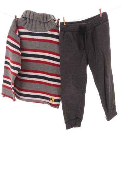 Pullover und Jogginghose