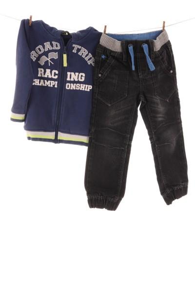 Kapuzenpullover und Jeans
