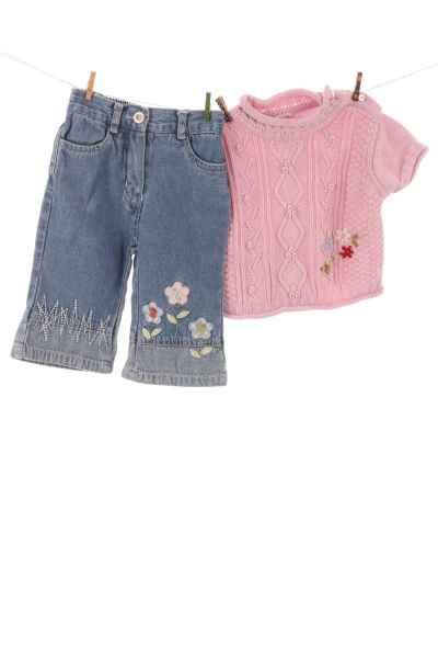 Jeans und Strickshirt