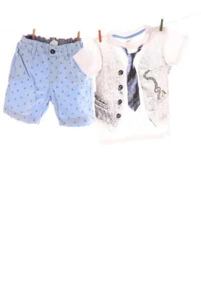 Shorts und T-Shirt