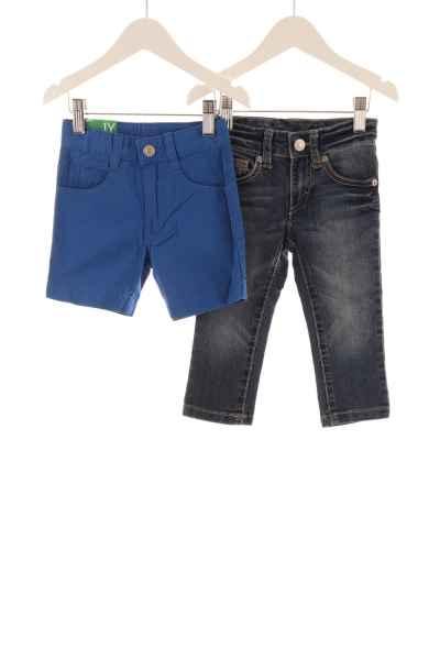 Baby Shorts und Jeans