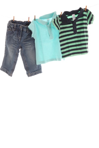 Jeans und Polo-Shirts