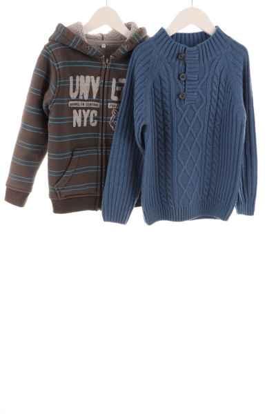 Pullover und Strickjacke