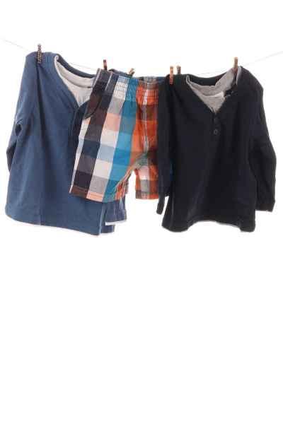 Langarmshirts und Shorts