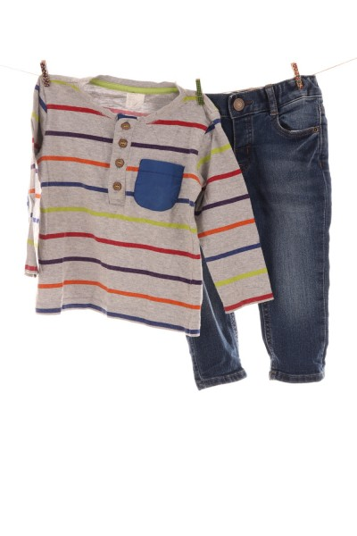 Jeans und Langarmshirt
