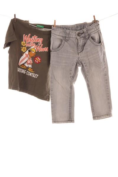 T-Shirt und Jeans