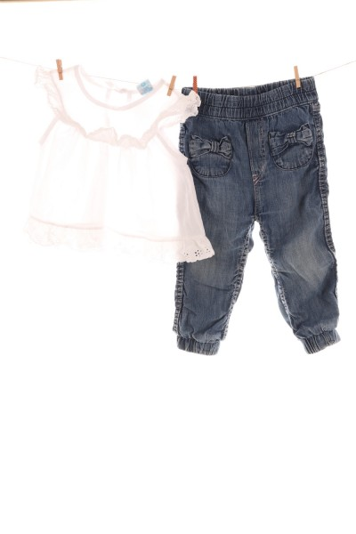 Bluse und Jeans