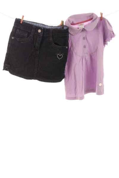 Poloshirt und Jeansrock