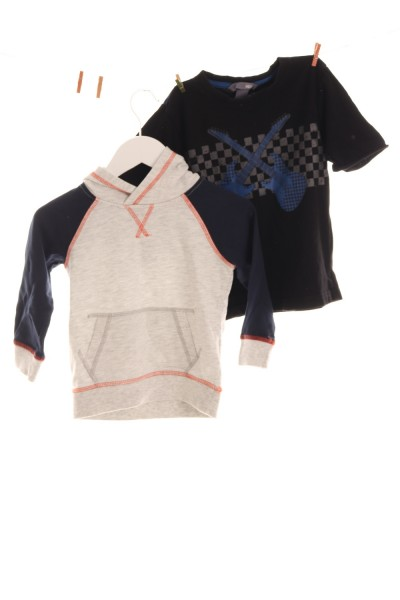 Hoodie und T-Shirt