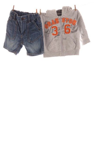 Kapuzenjacke und Jeans