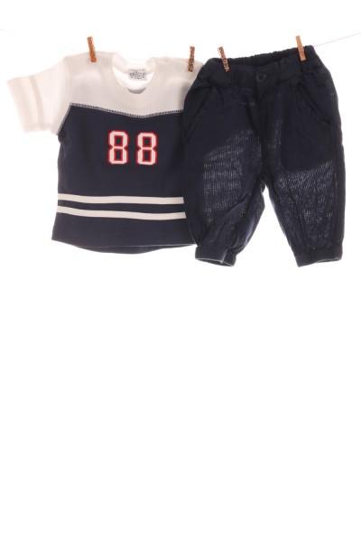 T-Shirt und Hose