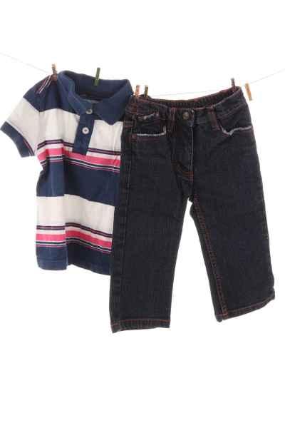 Poloshirt und Jeans