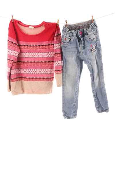 Jeans und Pullover