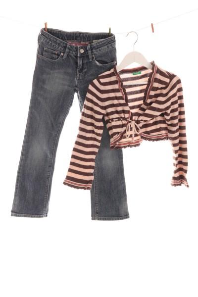 Jeans und Strickbolero