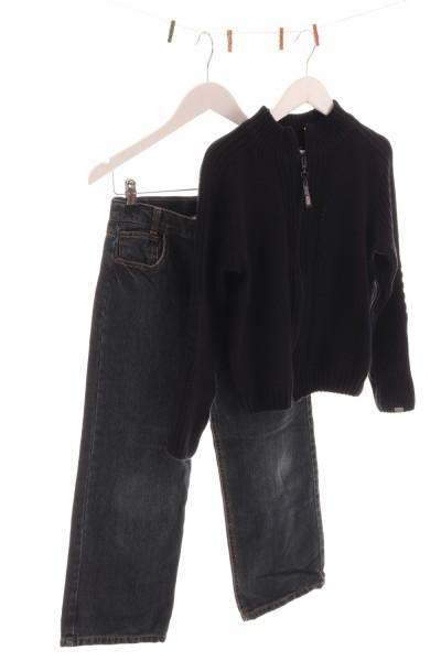 Jeans und Strickjacke