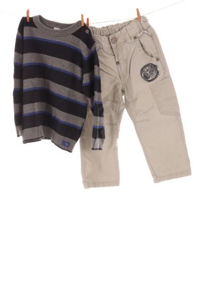 Hose und Pullover